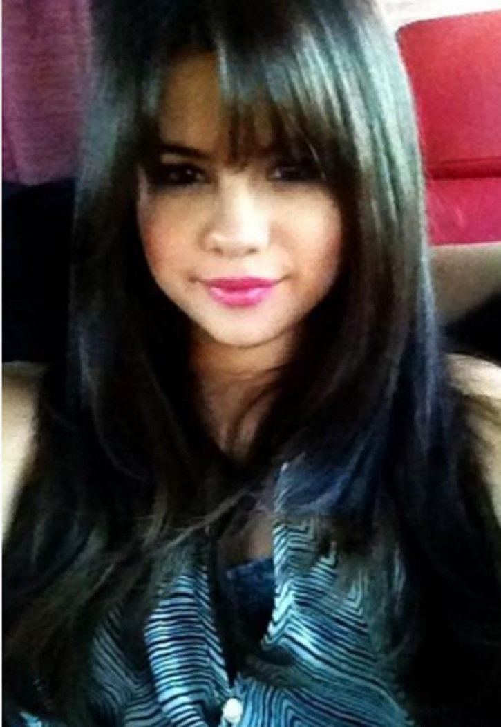 Selena Gomez New Edgy Hairstyle I Love Changing My Hair Photo