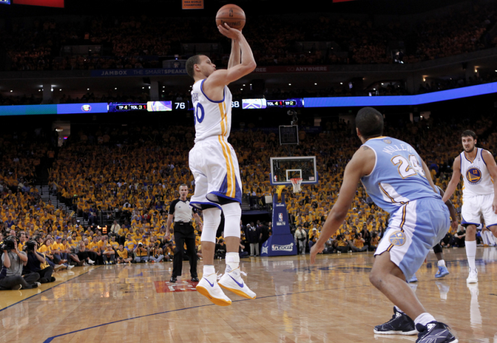Golden State Warriors  Stephen Curry (L) shoots over Denver Nuggets  Andre  Miller (front on R) during Game 4 of their NBA Western Division  quarter-final ... a4b973062