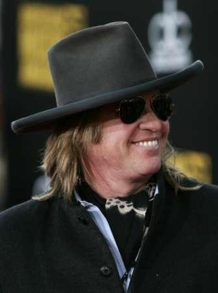 val kilmer u0026 39 s health being put at risk by religious belief  actor a known christian scientist