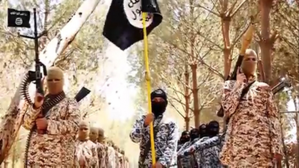 Honor Killing Jew: ISIS' Cubs Of The Caliphate Kill Syrian Soldiers In Video