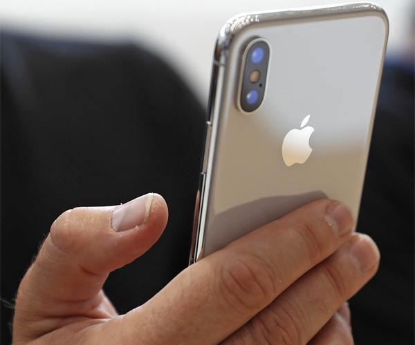 iphone x 2018 rumors apple could release larger iphone 11. Black Bedroom Furniture Sets. Home Design Ideas